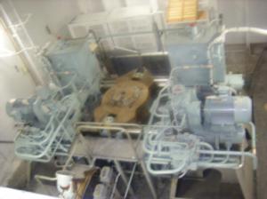 油圧式の操舵機構