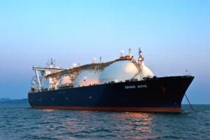 モス型 (MOSS Type) 船 (写真提供:VladSV / Shutterstock.com)